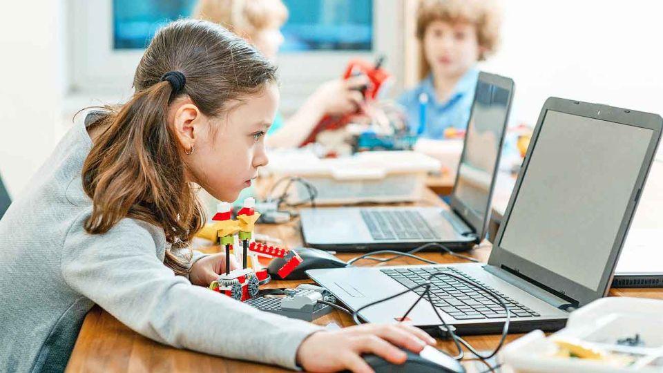 Sesgos. La idea de que los hombres son mejores en tecnología se instala entre los 6 y 10 años.