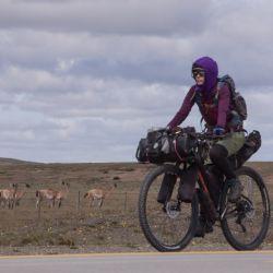Viajar con una bici en condiciones nos va a garantizar poder ir tranquilos y disfrutando del paisaje. Como pasó en este tramo camino al Estrecho de Magallanes en Tierra del Fuego.