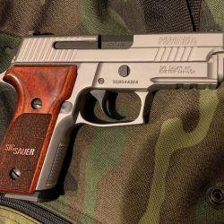La Sig Sauer P229 SSE (Stainless Steel Elite) es el resultado de la calidad de una empresa prestigiosa llevada a su máxima expresión.