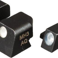 Alza y guión metálicos, denominados Siglite Night Sights, con insertos de tritio de gran visibilidad.