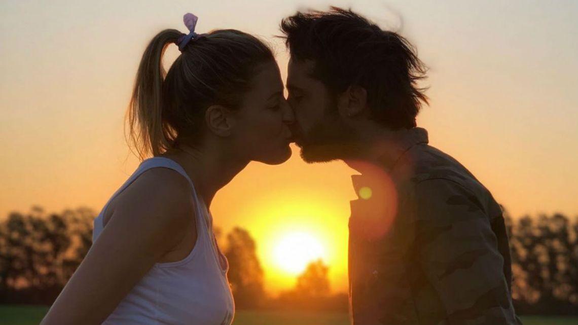 Eugenia Tobal y su novio en la dulce espera