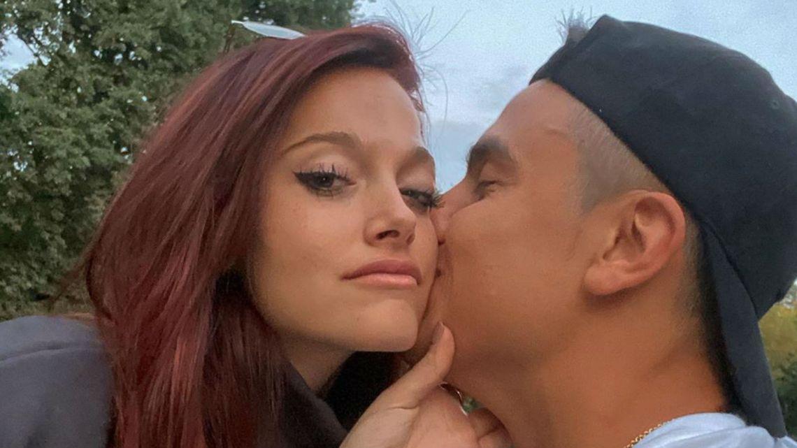 Oriana Sabatini y Paulo Dybala, convivencia a puro beso en Turín