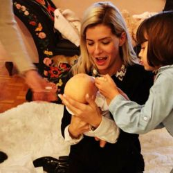 La China Suárez junto a Rufina y el increíble bebé