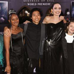 Marle se sacó fotos con todos, empezando por Angelina