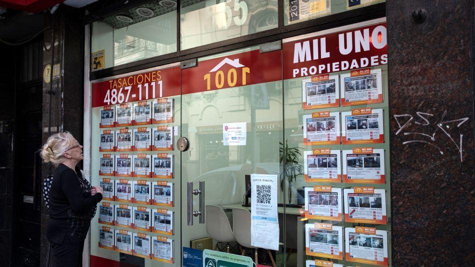 Sky-High Rates Crush Argentine Housing Market