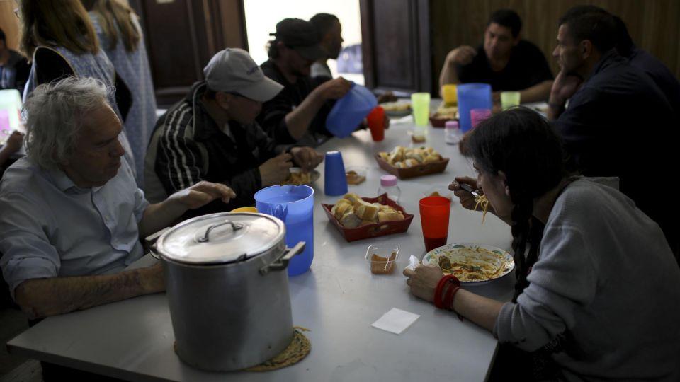 Los datos del INDEC sobre la pobreza arrojan un índice del 35,4 %.-