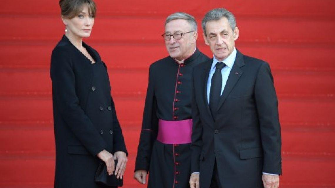 Francia revolucionada: ¿qué le dijo Hollande a Carla Bruni?