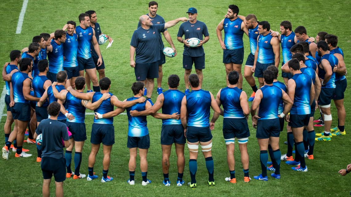 Argentina's head coach Mario Ledesma (centre) speaks to his players as he leads a training session at the Prince Chichibu Memorial Rugby Stadium in Tokyo on October 1, 2019, during the Japan 2019 Rugby World Cup.