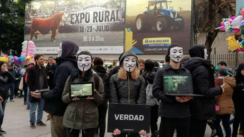 Organizaciones de activistas por el veganismo en La Rural.