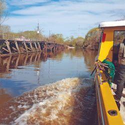 El embarque en el arroyo Burinigo permite una rápida y segura salida al Río de la Plata por donde funcionaba el viejo puerto de los saladeros.