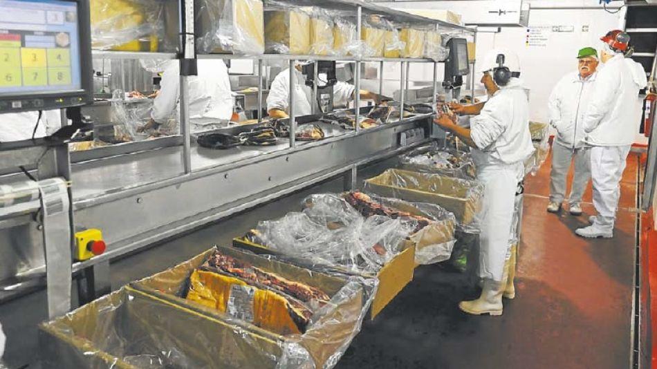 China es el comprador de las dos terceras partes de los envíos de carne bovina y genera el 60% de la facturación.