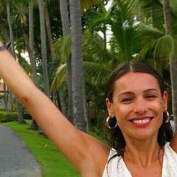 El video de Pampita y su novio, a los besos en la playa