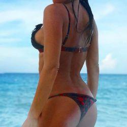 Pampita lució toda su sensualidad y sus curvas