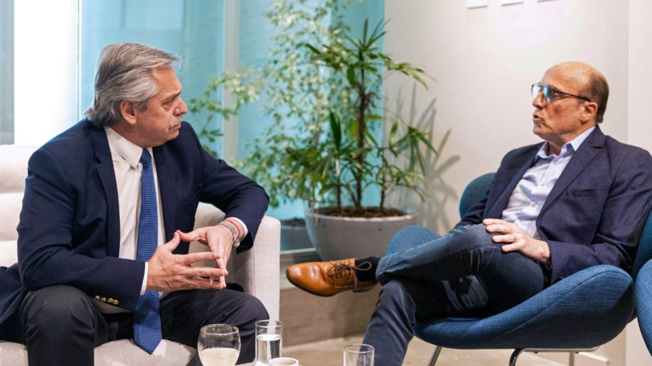 Fernández con el candidato presidencial uruguayo Daniel Martínez