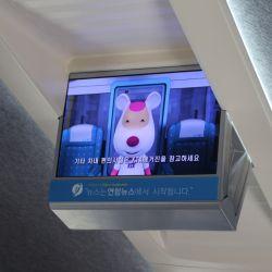 Un simpático dibujito animado explica las reglas de convivencia desde los televisores que hay en cada vagón del tren a Busan.