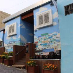 Colores, pinturas, esculturas y callecitas que llevan a casa (como si fuera La Boca) en un aldea colgada de la montaña.