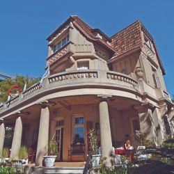 En el Paseo Victorica de Tigre continental se construyó en 1913 la mansión Villa Julia con un estilo neoclásico italiano.