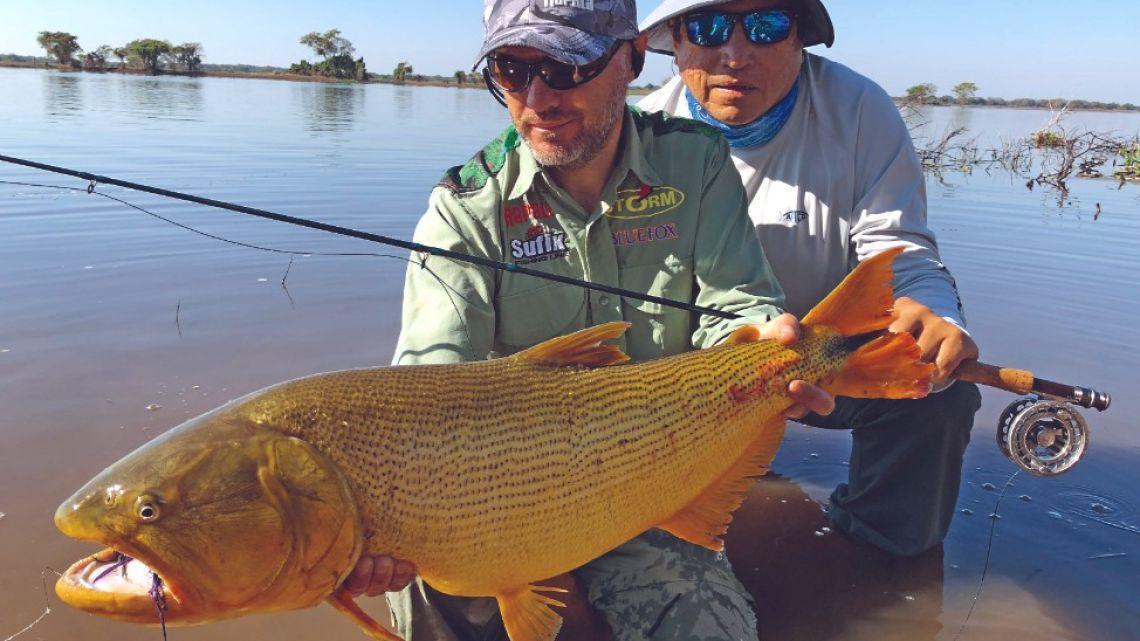 Pesca con mosca en el río Paraguay