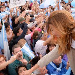 """El look de Juliana Awada en la gira del """"Si se puede"""""""