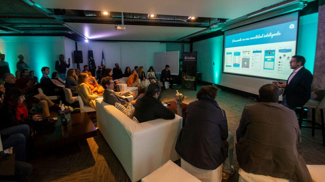 Lanzaron en Buenos Aires una app que busca ser el Waze del transporte público