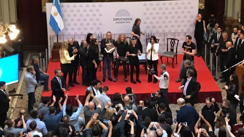 Congreso argentino condecora a Iron Maiden