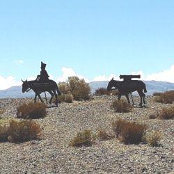Siluetas de Los soldados sanmartinianos simbolizando el cruce de los Andes.