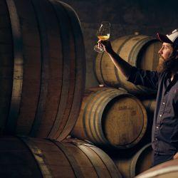 Juan Pablo Michelini es el artista detrás de los vinos de Altar Uco