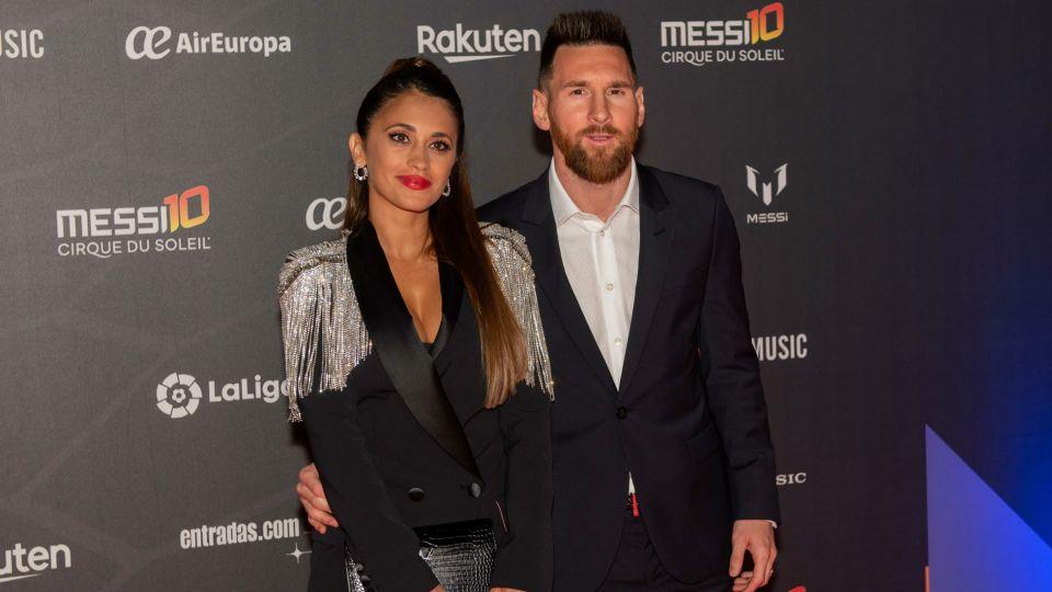 """Antonella Roccuzzo se robó todas las miradas en el estreno de """"Messi 10"""""""