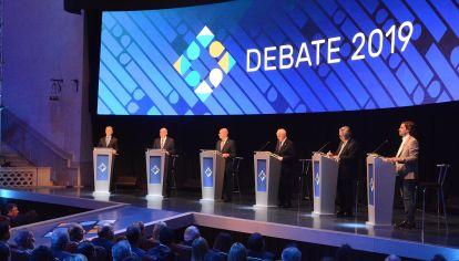 los candidatos debaten.