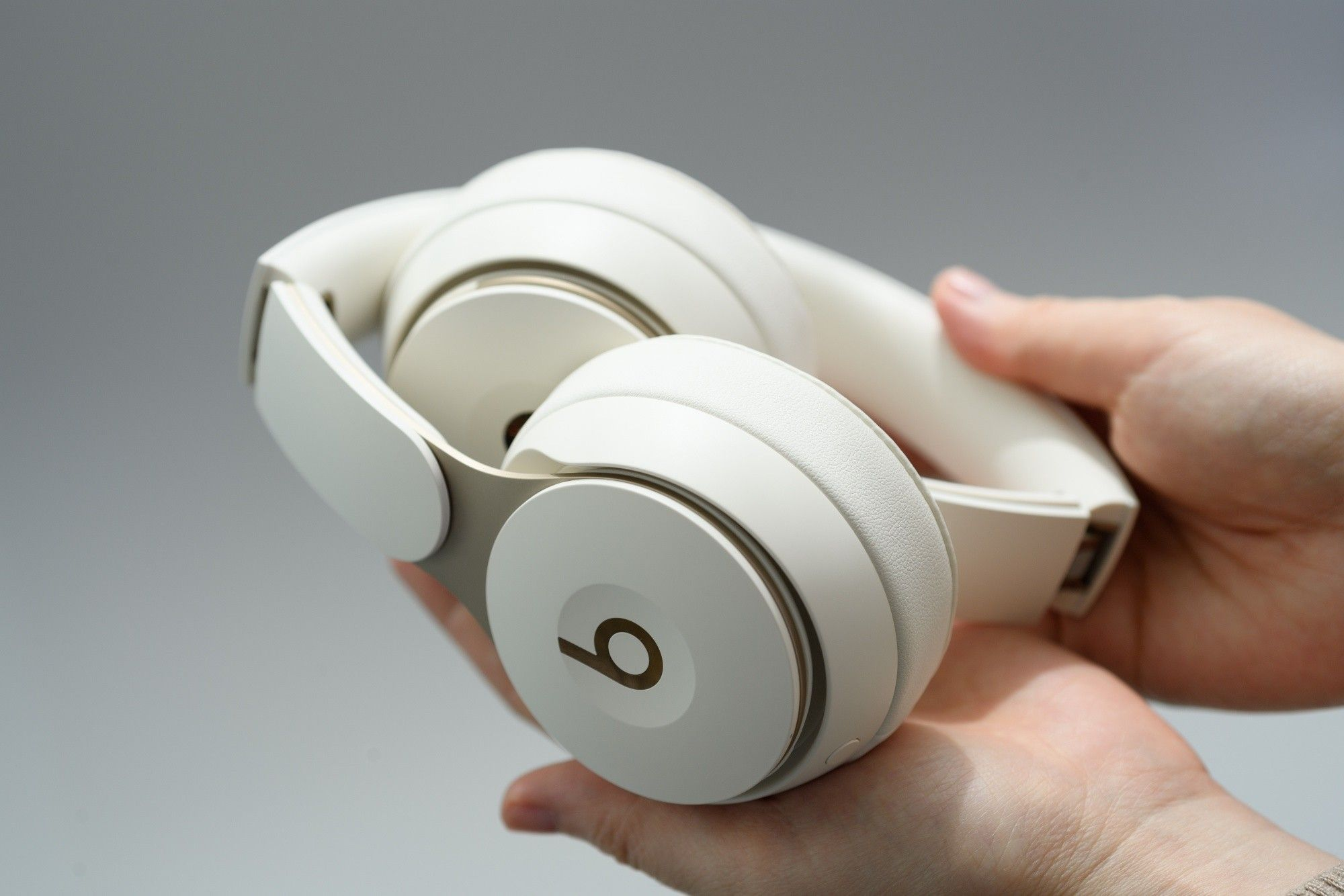Apple incorpora cancelación de ruido en auriculares Beats Solo
