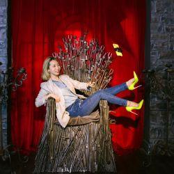 El icónico trono de Game of Thrones, hecho de palos para selfies, será parte de la exhibición en Las Vegas.