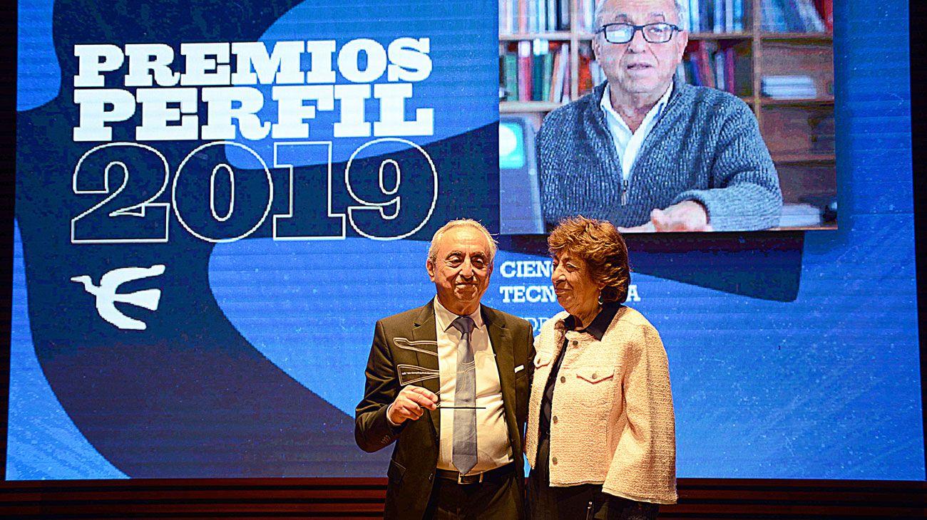 El doctor Pedro Cahn ganó el Premio PERFIL 2019 a la Inteligencia en Ciencia y Tecnología