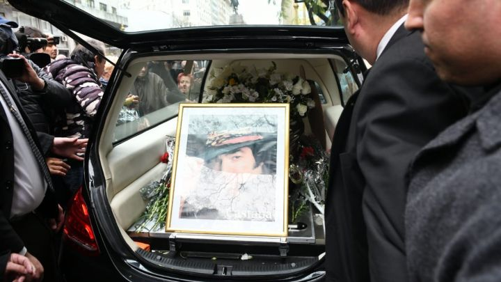 El último adiós a Cacho Castaña: familia y amigos despidieron al ídolo