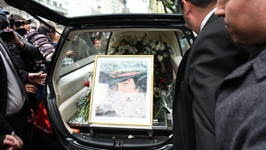 El último adiós a Cacho Castaña: familia y amigos despiden al ídolo