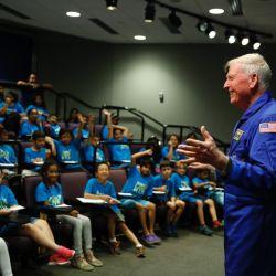 El astronauta Jon McBride pasó por la Argentina como parte del programa de divulgación de la NASA.
