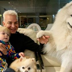 Flavio Mendoza y su hijo Dionisio con sus perros