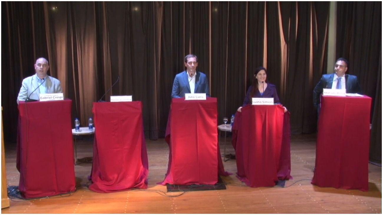 Saintout faltó al debate platense y Garro buscó capitalizar su ausencia