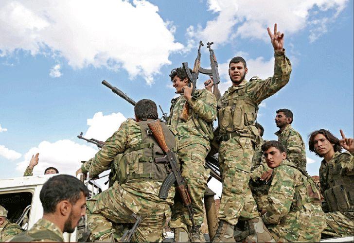 Vigilia. Combatientes kurdos se preparan para la anunciada invasión turca a su territorio.
