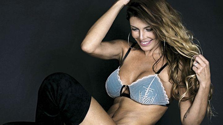 Mónica Ayos, infartante en ropa interior a sus 47 años