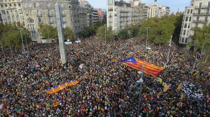 Manifestación masiva y huelga en Barcelona por la independencia