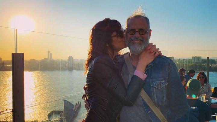 Jorge Rial festejó sus 58 años en Nueva York junto a su novia y Batman
