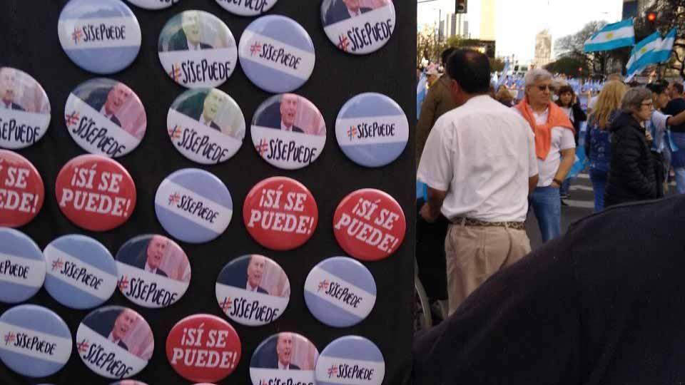 """""""Si, se vende"""": también fueron un millón los vendedores en la 9 de Julio"""