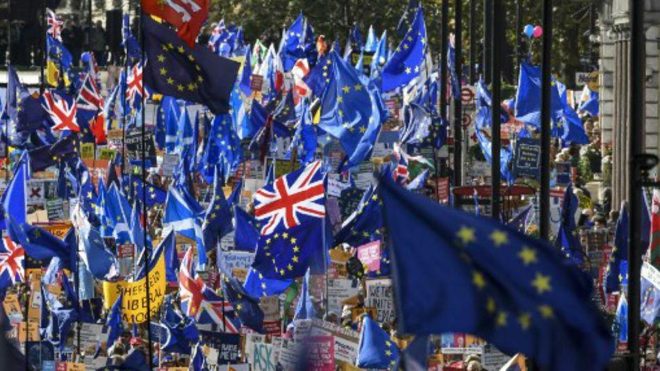 Una multitud reclamó en Londres que se vuelva a consultar a la ciudadanía por el Brexit.