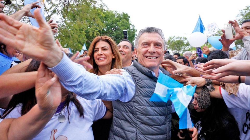 """Raid. Antes de la """"marcha del millón"""", Mauricio Macri estuvo en Corrientes junto al gobernador Valdés y Awada. Insistió con la necesidad de ir a votar el 27 de octubre."""