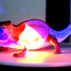Un camaleón de juguete sometido al proceso de Photochromoleon.