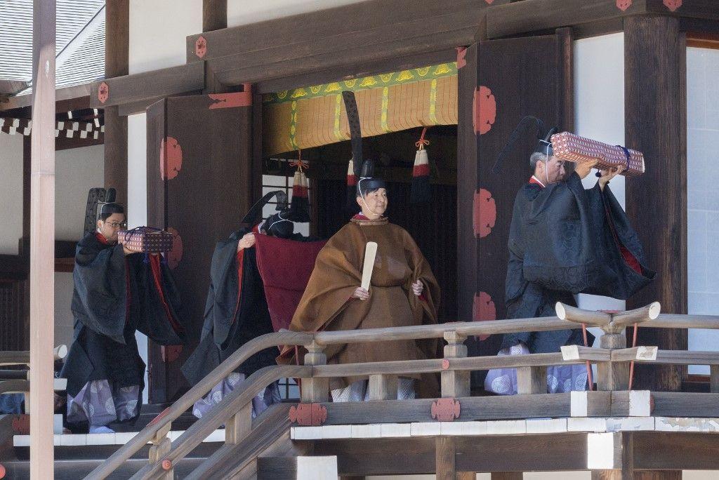 Naruhito, 126° emperador de Japón, en uno de los rituales de su coronación.