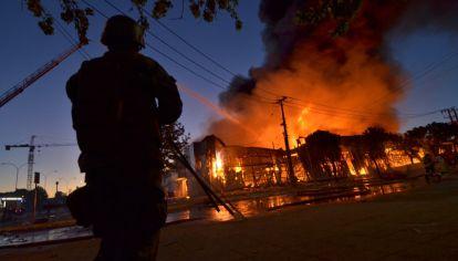 El lunes 21 de octubre continuaron las violentas protestas en las principales ciudades de Chile.