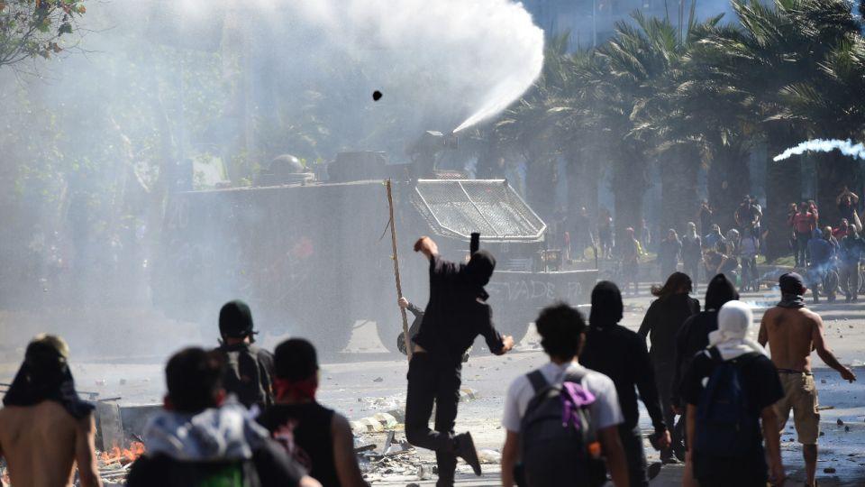 Por tercer día consecutivo declararon toque de queda en Chile.