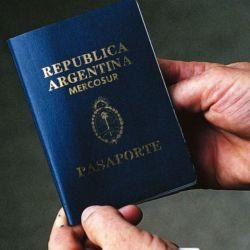 El pasaporte es el documento que acredita a la persona de nacionalidad argentina fuera de las fronteras de nuestro país.