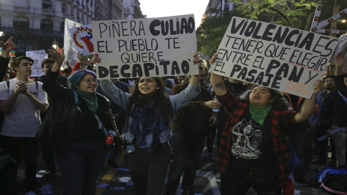 Peaceful protests outside the Chilean embassy in Buenos Aires turned violent when members of a leftist group began throwing molotov cocktails, resulting in clashes with the police.